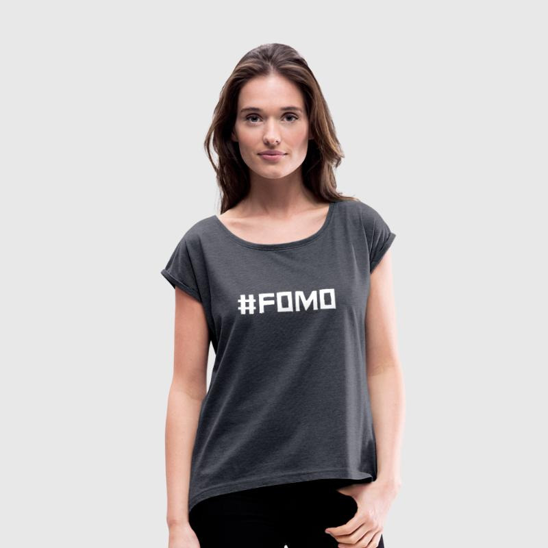 #FOMO (Fear Of Missing Out) - Frauen T-Shirt mit gerollten Ärmeln
