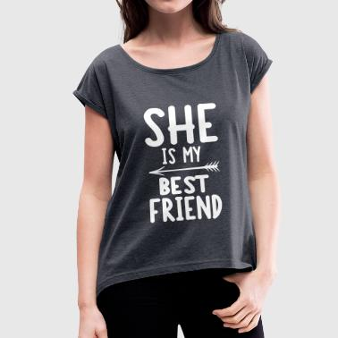 She is my best friend - right - Women's T-shirt with rolled up sleeves
