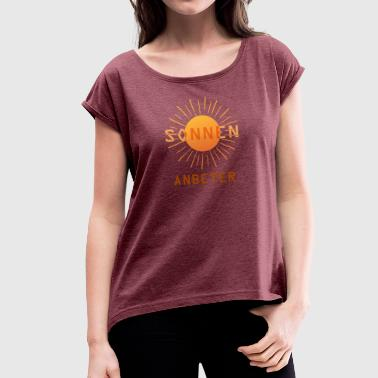 Sunbathing sunbather - Women's T-Shirt with rolled up sleeves