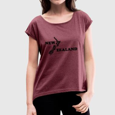 New Zealand: map and lettering in black - Women's T-shirt with rolled up sleeves
