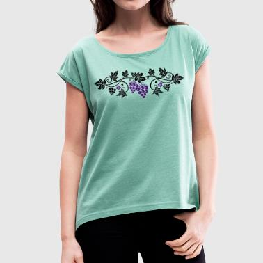 Wine grape with vine leaves, vine. - Women's T-shirt with rolled up sleeves