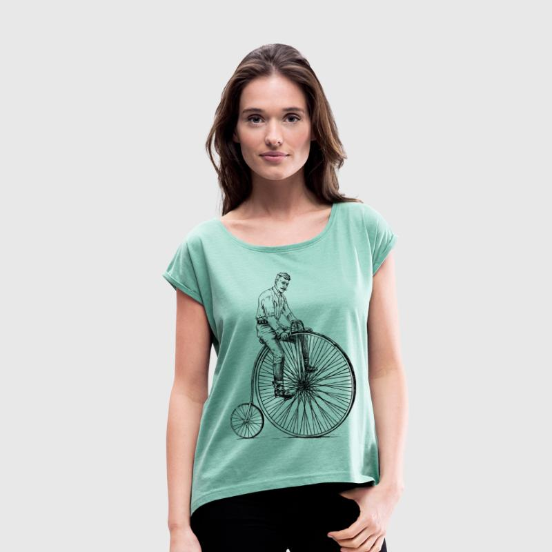 old vintage bike - Women's T-shirt with rolled up sleeves