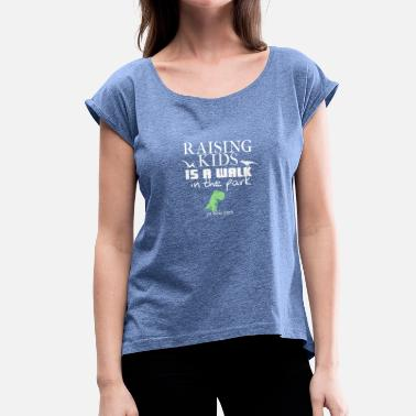 Jurassic Park Raising kids is a walk in Jurassic park - Frauen T-Shirt mit gerollten Ärmeln