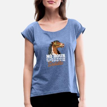 Saddle The time in the saddle is not - Women's Rolled Sleeve T-Shirt