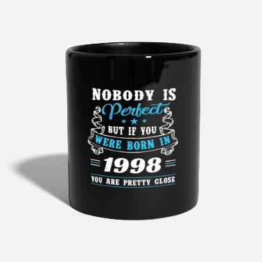 21. Geburtstag Born in 1998 pretty close to perfection - Tasse einfarbig