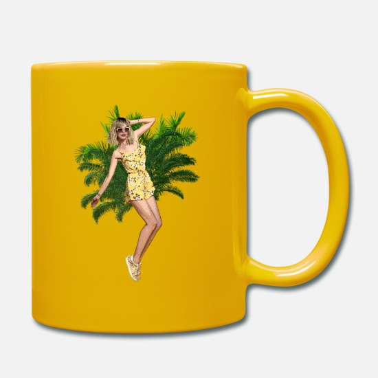 Sunglasses Mugs & Drinkware - Dancing with a summer dress under the palm trees - Mug sun yellow