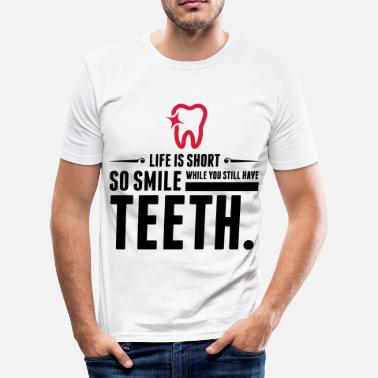 Physiologie Life is Short. Smile While You Have Teeth! (2015) - Männer Slim Fit T-Shirt