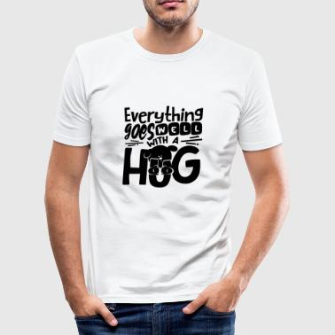 Everything goes well with a hug Hund Shirt - Männer Slim Fit T-Shirt