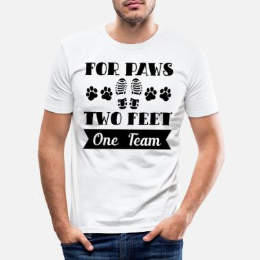 Hundehalter For Paws Two Feet One Team Hund Geschenk - Männer Slim Fit T-Shirt