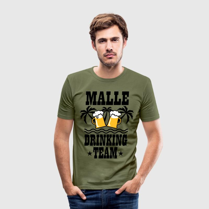 08 Malle Drinking Team Beer Mass Bier Party - Männer Slim Fit T-Shirt