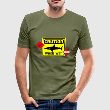 caution when wet danger es - Camiseta ajustada hombre