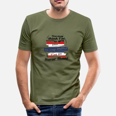 Surat URLAUB HOME ROOTS TRAVEL I M IN Thailand Surat Tha - Männer Slim Fit T-Shirt