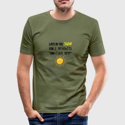 Lays in the sun for 5 minutes - Men's Slim Fit T-Shirt