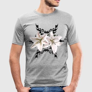 Tribal Tattoo mit Lilien - Männer Slim Fit T-Shirt