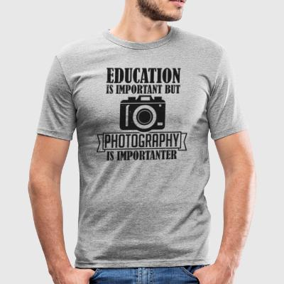 Photography is importanter - Männer Slim Fit T-Shirt