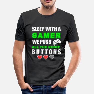 Gamer SLEEP WITH A GAMER WE PUSH ALL THE RIGHT BUTTONS - Miesten tyköistuva t-paita