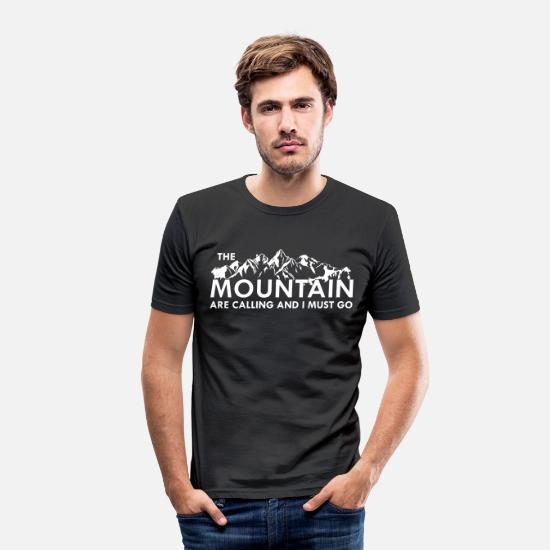 Mountains T-Shirts - the Mountain are calling - Männer Slim Fit T-Shirt Schwarz