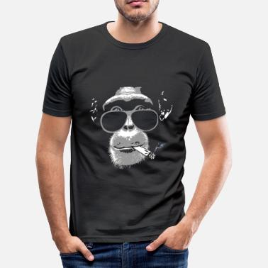 420 Chimpanzee with joint   - Männer Slim Fit T-Shirt