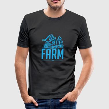 LIFE IS BETTER ON THE FARM - Männer Slim Fit T-Shirt