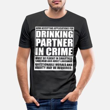 Application Accepting Applications For Drinking Partner Crime - Männer Slim Fit T-Shirt