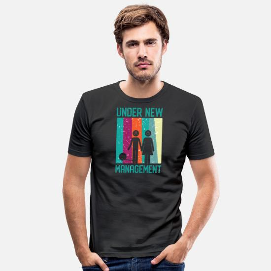 Gifta Sig T-shirts - Under ny ledning - firsch gift - T-shirt slim fit herr svart