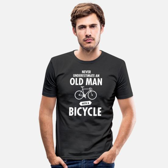 Grappige T-shirts - Never Underestimate An Old Man With A Bicycle - Mannen slim fit T-shirt zwart