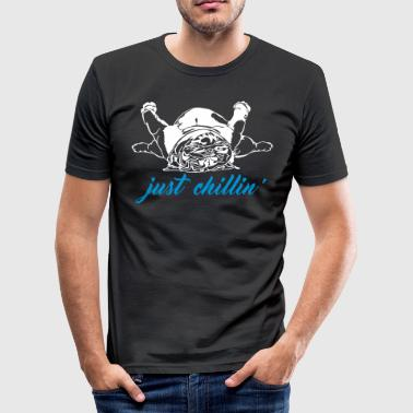 JUST CHILLIN' - English Bulldog - Men's Slim Fit T-Shirt