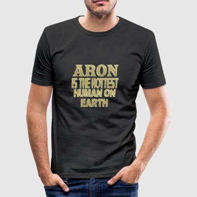 Aron - Männer Slim Fit T-Shirt