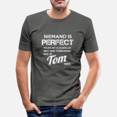 Cadeau Tom Niemand is perfect. Persoonlijk cadeau Tom. - slim fit T-shirt
