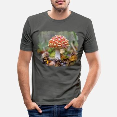 Covetousness Mushrooms are a coveted ingredient in the kitchen - Men's Slim Fit T-Shirt