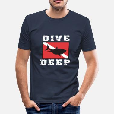 Northumberland SCUBA DIVE DEEP SHARK - Men's Slim Fit T-Shirt
