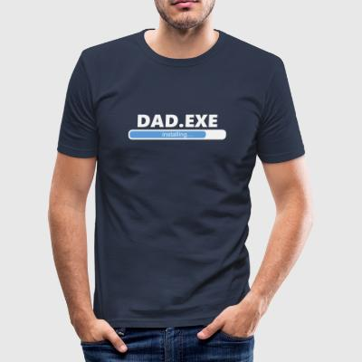 Installation Dad EXE (1055) - Tee shirt près du corps Homme