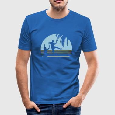 SUNSET BEACH HANDBALL - Männer Slim Fit T-Shirt
