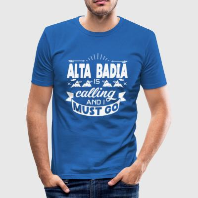Alta Badia is calling an i must go - T-Shirt - Männer Slim Fit T-Shirt