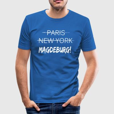 Glem Paris New York, jeg er fra Magdeburg - Slim Fit T-skjorte for menn