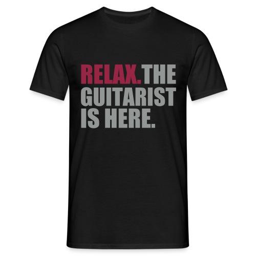 Relax. The Guitarist is here. - Mannen T-shirt