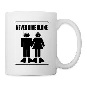 Mug Never Dive Alone  - Mug blanc