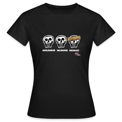 Frauen T-Shirt - Alle Schädel sind gleich! Ach nee, einige haben ein dickes Brett vor dem Kopf. Das sind dann wohl diejenigen, die bei der braunen Brut angeheuert haben, um sich besser zu fühlen. Tja, klarer Fall von gemeingefährlichem Holzweg!