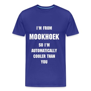 I'M FROM MOOKHOEK SO I'M AUTOMATICALLY COOLER THAN YOU, witte tekst - Mannen Premium T-shirt