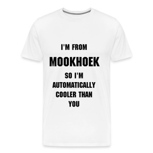I'M FROM MOOKHOEK SO I'M AUTOMATICALLY COOLER THAN YOU, zwarte tekst - Mannen Premium T-shirt