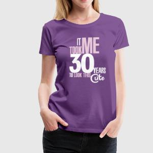 It took me 30 years to look this cute T-shirts - Vrouwen Premium T-shirt
