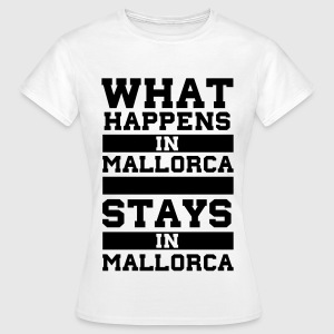 What Happens in Mallorca stays in Mallorca T-Shirts - Frauen T-Shirt