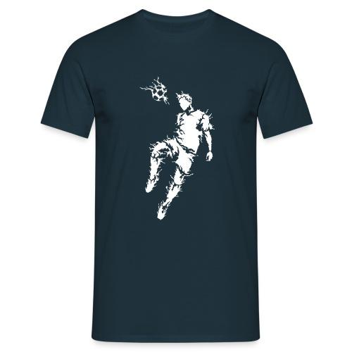 Fußballer schlägt Ball mit den Kopf - Männer T-Shirt