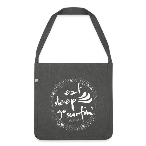 DUDEWEAR EAT SLEEP GO SURFIN' BAG ♀♂ - Schultertasche aus Recycling-Material