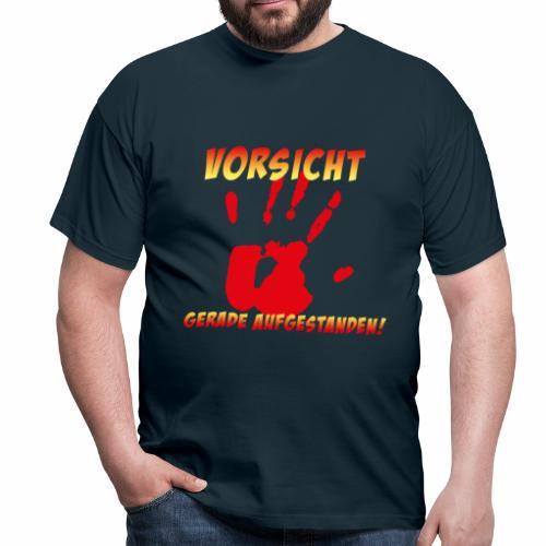 Vorsicht - gerade aufgestanden - Männer T-Shirt