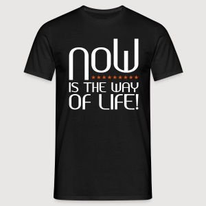 NOW is the way of life - Männer T-Shirt