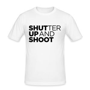 SHUTTER UP AND SHOOT - Männer Slim Fit T-Shirt