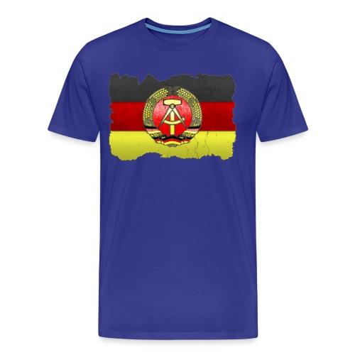 DDR Wappen mit Deutschland Fahne in Stein gemeißelt Shirt - Männer Premium T-Shirt