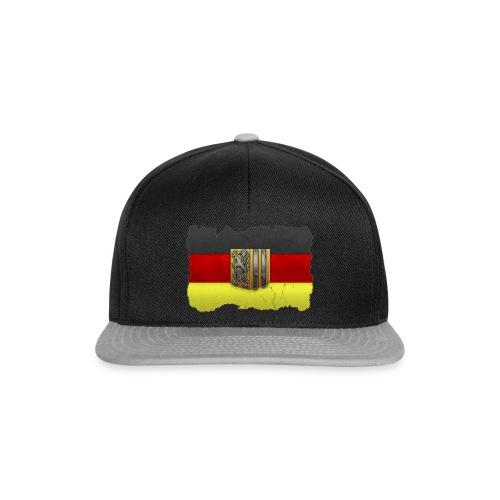 Dresden Wappen mit Deutschland Fahne in Stein gemeißelt Snap Back Cap - Snapback Cap