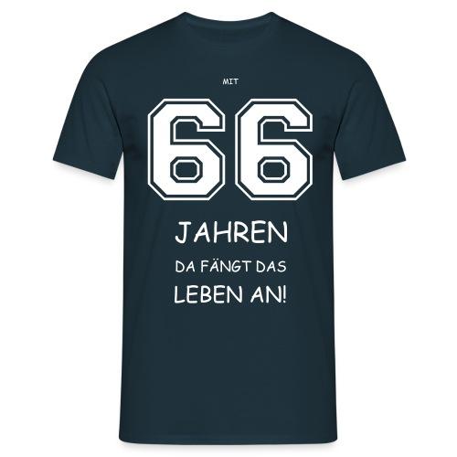 Mit 66 fängt das Leben an! - Männer T-Shirt